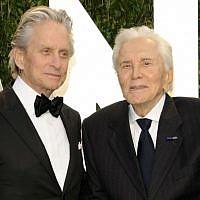 Michael Douglas et Kirk Douglas à Hollywood en 2012. (Crédit : AP/Evan Agostini)