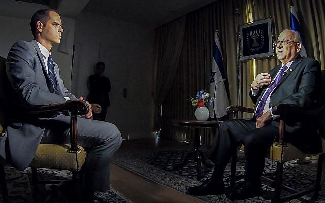 Le président Reuven Rivlin au cours d'un entretien avec CNN, le 29 novembre 2018 (Crédit : GPO/Twitter)