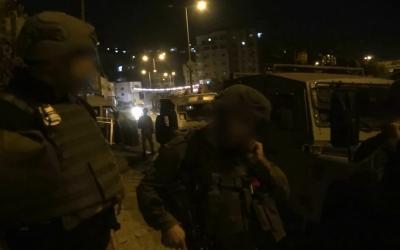 Les forces de sécurité israélienne arrêtent des membres du Hamas en Cisjordanie soupçonnés de programmer des attentats terroristes contre des cibles israéliennes, le 23 septembre 2018 (Capture d'écran : Services de sécurité du Shin Bet)