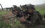 Les soldats de la brigade de commando simulent un affrontement contre le groupe terroriste du Hezbollah, dans le nord d'Israël, au mois de novembre 2018 (Crédit: Armée israélienne)