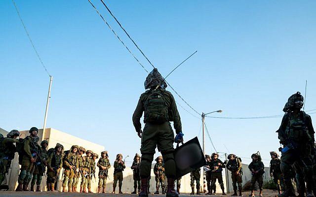 Des soldats de la brigade d'infanterie Kfir durant un exercice de simulation de guerre contre le groupe terroriste du Hamas dans la bande de Gaza, en novembre 2018. (Crédit : Israel Defense Forces)