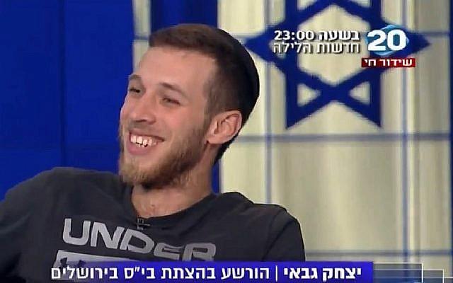 Capture d'écran d'une interview de Yitzhak Gabai, un militant juif d'extrême droite, sur la Vingtième chaîne, qui explique comment il a incendié une école arabo-juive à Jérusalem. L'émission a été diffusée le 11 novembre 2018. (Channel 20)
