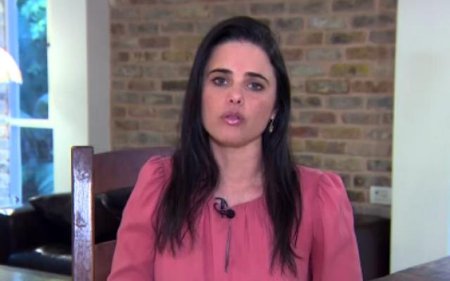 La ministre de la Justice Ayelet Shaked de HaBayit HaYehudi sur la Dixième chaîne le 16 novembre 2018 (Capture d'écran : Dixième chaîne)