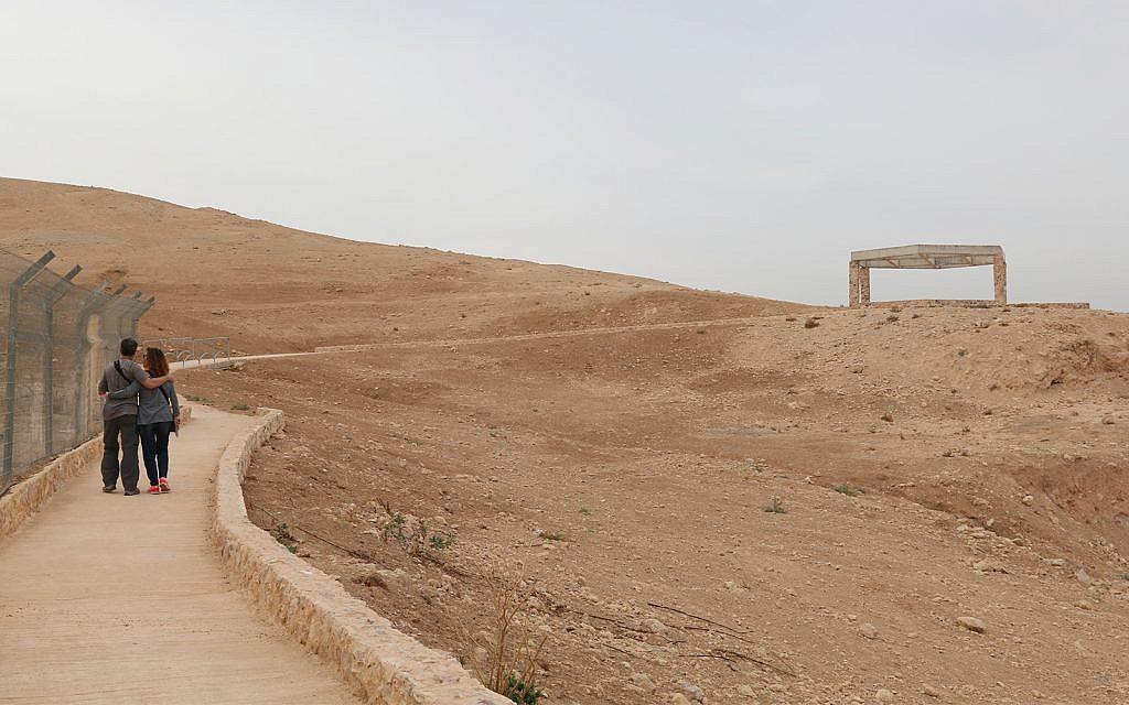 Le panorama du Bon Samaritain dans les collines de Judée (Crédit : Shmuel Bar-Am)