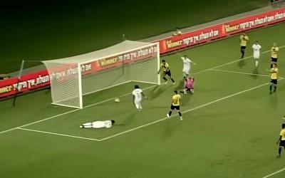 Le but de Habib Habibou face au club de Netanyah (Crédit: capture d'écran VOLE TV/Youtube)