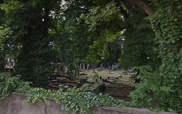 Le cimetière juif d'Opole. (Crédit : Google Street View)