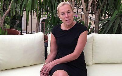 Sigrid Kaag, la ministre néerlandaise du Commerce extérieur et de la Coopération pour le développement, ancienne employée de l'UNRWA pour l'aide aux Palestiniens, et épouse d'un ancien diplomate de l'Autorité palestinienne. (Capture d'écran YouTube)
