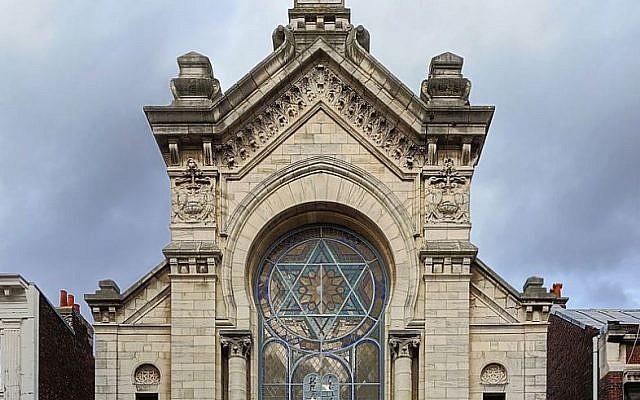 La facade de la synagogue de Lille. (Crédit: Velvet/Wikimedia Commons)