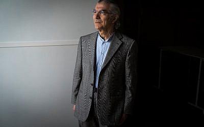Le galeriste franc-libanais Claude Lemand à Pairs le 26 novembre 2018. (Crédit : Lionel BONAVENTURE / AFP)