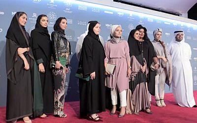 Des cinéastes qataries posent sur le tapis rouge à Doha pour la 6ème édition du festival du film de Ajyal, le 29 novembre 2018. '(Crédit : Anne LEVASSEUR / AFPTV / AFP)