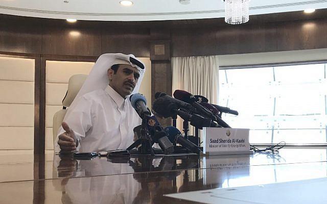 Saad Sherida Al-Kaabi, ministre de l'Energie au Qatar, annonce la sortie de l'émirat de l'Opep, lors d'une conférence de presse à Doha, le 3 décembre 2018. (Crédit : Anne LEVASSEUR / AFP)