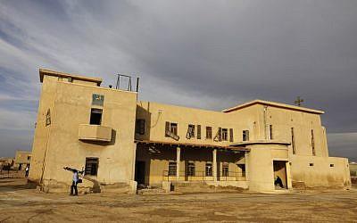 Une église éthiopienne à Qasr al-Yahud,  ouvertes à la presse le 9 décembre 2018, après plus de huit mois de déminage. (Crédit : MENAHEM KAHANA / AFP)