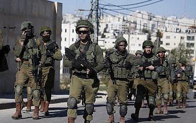 Les soldats israéliens à Ramallah, le 15 décembre 2018 (Crédit : ABBAS MOMANI / AFP)
