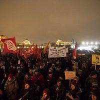 Les manifestants lors d'un rassemblement organisé pour le premier anniversaire de la coalition gouvernementale formée entre les conservateurs et le parti de la Liberté d'extrême droite, le 15 décembre 2018 (Crédit :  ALEX HALADA / AFP)