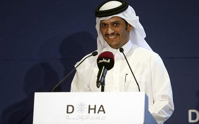 Le ministre qatari des Affaires étrangères, cheikh Mohammed ben Abderrahmane Al-Thani lors d'une conférence de deux jours, le Doha Forum, le 16 décembre 2018. (Crédit : KARIM JAAFAR / AFP)