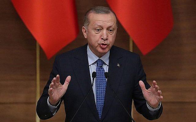 Le président turc  Recep Tayyip Erdogan lors d'un discours de cérémonie de la remise des prix présidentiels de la culture et des arts à Ankara, en Turquie, le 19 décembre 2018 (Crédit : Adem Altan/AFP)