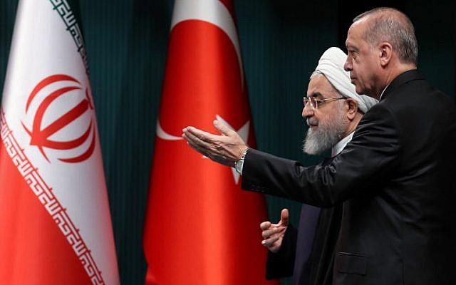 Le président iranien Hassan Rouhani et son homologue turc Recep Tayyip Erdogan lors d'une conférence de presse conjointe à Ankara, le 20 décembre 2018. (Crédit : Adem ALTAN / AFP)