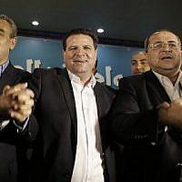 Les candidats de la Liste arabe unie, de gauche à droite : le député Jamal Zahalka, Ayman Odeh, chef de la Liste, et le député Ahmad Tibi au siège de la formation dans la ville de Nazareth, alors qu'ils réagissent aux sondages de sortie des urnes, le 17 mars 2015. (Crédit : AFP/Ahmad Gharabli)