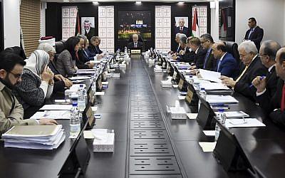 Un meeting de gouvernement de l'Autorité palestinienne à Ramallah le 27 décembre 2018. (Crédit : Wafa)