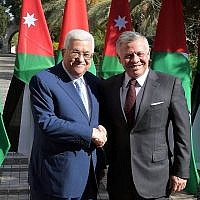Le roi de Jordanie Abdallah II (à droite) et le président de l'Autorité palestinienne Mahmoud Abbas réunis à Amman le 18 décembre 2018. (Crédit : Wafa)