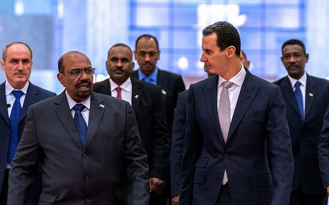 Le chef d'Etat soudanais Omar el-Béchir en visite à Damas où il a rencontré son homologue syrien Bachar al-Assad, le 16  décembre 2018. (Crédit : AFPTV)
