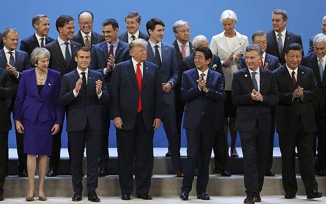 Photo de groupe des chefs d'Etats lors du sommet du G20 à  Buenos Aires, le 30 novembre 2018. (Crédit : Ricardo Mazalan/AP)