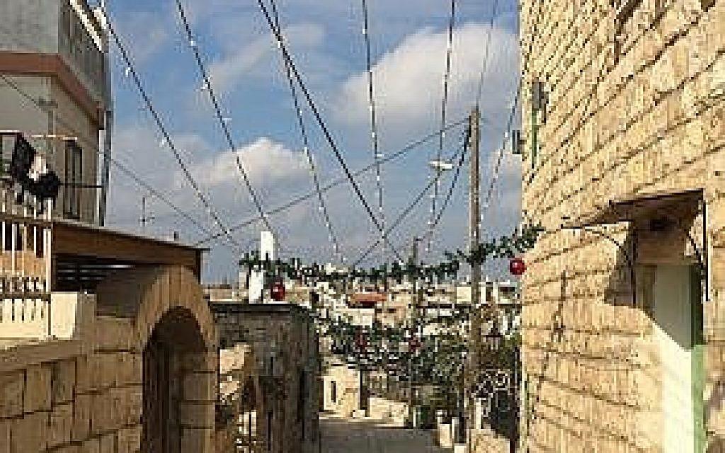 Les vieilles allées pavées de la rue Al-Zaqaq. (Crédit : Federico Maccioni/ Times of Israel)
