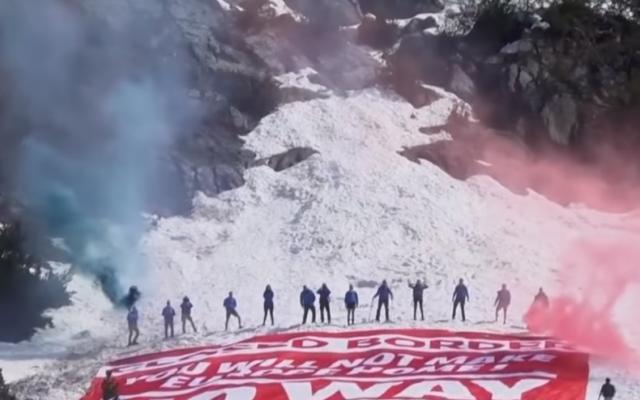 Génération Identitaire lors d'une opération dans les Alpes pour marquer  leur hostilité à l'entrée de migrants clandestins par la frontière italienne en août 2018. (Capture d'écran : YouTube)