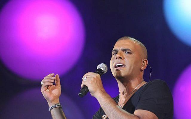 Le chanteur israélien Eyal Golan (Crédit : Nati Shohat/Flash90)