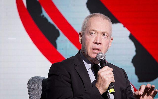 Le ministre du Logement Yoav Gallant à la conférence diplomatique du Jerusalem Post au  Waldorf Astoria de Jérusalem, le 21 novembre 2018 (Crédit : Miriam Alster /Flash90)