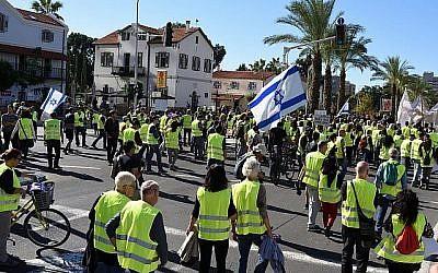 """Défilé de """"Gilets jaunes"""" à Tel Aviv, le 14 décembre 2018 (Crédit : Gili Yaari/FLASH90)"""