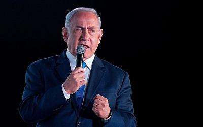 Le Premier ministre Benjamin Netanyahu prend la parole lors d'une conférence organisée par le quotidien financier Globes à Jérusalem, le 19 décembre 2018. (Crédit : Yonatan Sindel / Flash90)