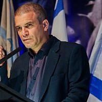 L'ancien général de brigade Gal Hirsch donne une conférence annonçant son entrée en politique à Tel Aviv, le 26 décembre 2018. (Crédit : Flash 90)