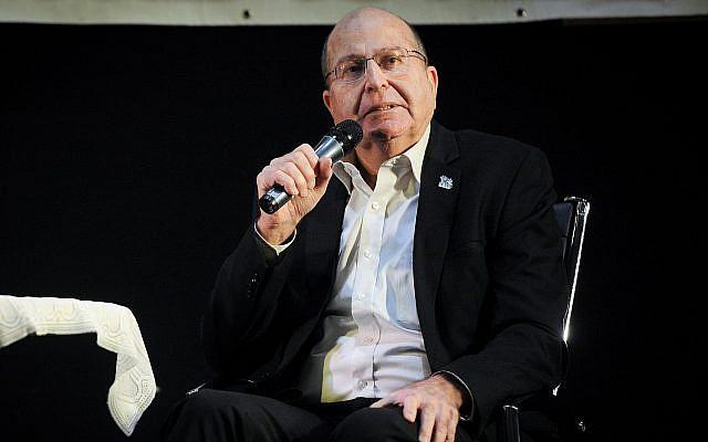 L'ancien ministre israélien de la Défense Moshe Yaalon prend la parole à Haïfa le 29 décembre 2018. (Meir Vaknin/FLASH90)