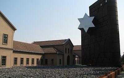Le musée de la Shoah et le centre éducatif de la Maison du Destin à Budapest. (Yaakov Schwartz/ Times of Israel)