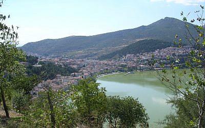 Vue panoramique de la ville de Kastoria, nord de la Grèce. (CC BY-SA 3.0 - Wikipédia)