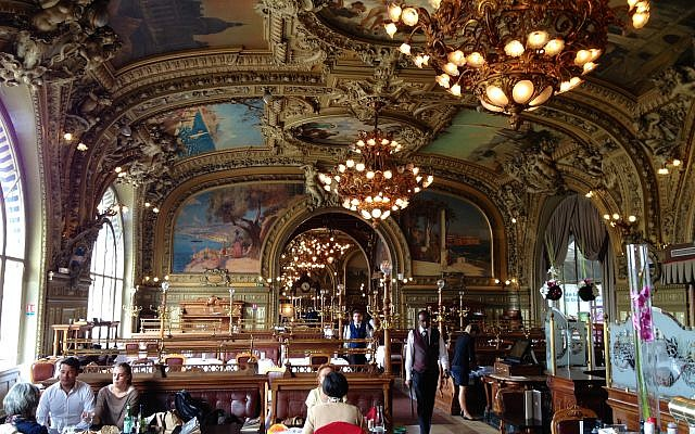 Le Train Bleu à la Gare de Lyon, à Paris, France (Crédit : Wikipedia/CCA Wikicommons)