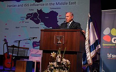 Le Premier ministre Benjamin Netanyahu s'adresse à des journalistes étrangers à Jérusalem le 12 décembre 2018. (Crédit : Haim Zach / GPO)