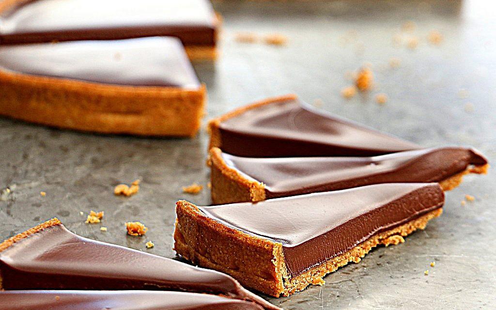 La tarte au chocolat de Jacques Genin. (Crédit : Sharon Heinrich/Paris Chez Sharon)