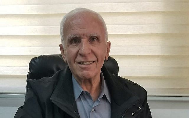 Azzam al-Ahmad, un responsable palestinien dans son bureau de Ramallah, le 4 décembre 2018. (Crédit : Adam Rasgon/Times of Israel)