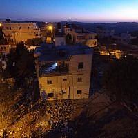 La maison démolie d'un terroriste palestinien dans le village de Bayt Surik, le 15 novembre 2017 (Crédit : Armée israélienne)