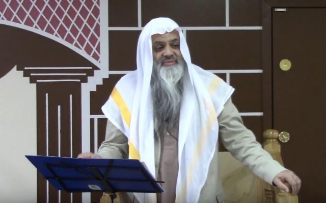 Sheikh Younus Kathrada s'adresse à la jeunesse musulmane de Victoria en Colombie-britannique. (Crédit : capture d'écran YouTube)