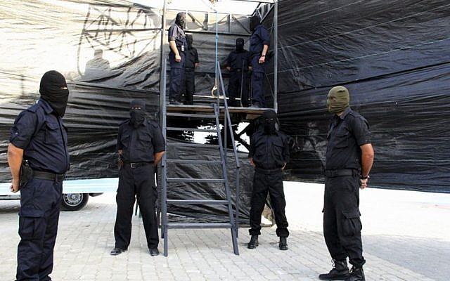 Illustration : préparation de potences pour des exécutions à Gaza. (Crédit : AP/ministère de l'Intérieur à Gaza)