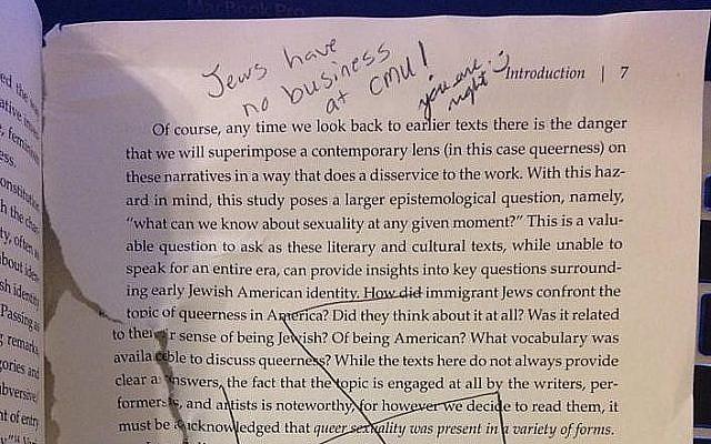 Des annotations antisémites sur un livre de la bibliothèque de l'université Carnegie Mellon . (Crédit : Adira Rosen/Facebook)
