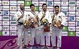 Le judoka israélien Baruch Shmailov (tout à gauche) reçoit la médaille d'argent au tournoi de Masters de Guangzhou, en Chine, le 15 décembre 2018 (Crédit : Association de judo israélienne)