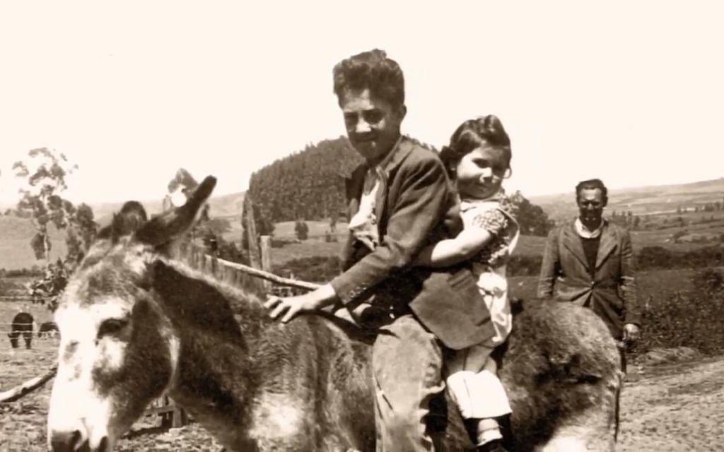 Une famille d'immigrants juifs dans une ferme, à 30 kilomètres de Quito (Autorisation : Eva Zelig)