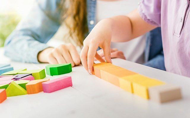 A titre d'illustration : Un enfant joue dans un jardin d'enfants (demaerre ; iStock by Getty Images)