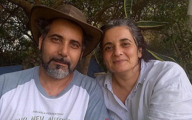 """Yakub Barhum et Michal Baranes ont construit une vie et un restaurant prospère, """"Majda"""", dans un petit village arabo-israélien, mais ils envisagent de partir à l'étranger après les récentes tensions entre juifs et arabes en Israël. (Ben Sales)"""