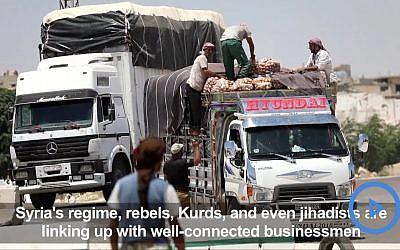 Des camions chargés de marchandises sont contrôlés au point de passage de Morek, entre les zones du régime à Hama et celles contrôlées par les jihadistes et rebelles dans la province d'Idleb. (Crédit : capture d'écran YouTube/AFP TV)
