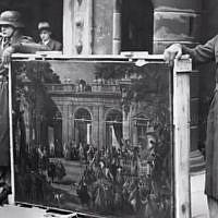 Illustration : des nazis aux côtés d'œuvres d'art pillées (Capture d'écran : YouTube)